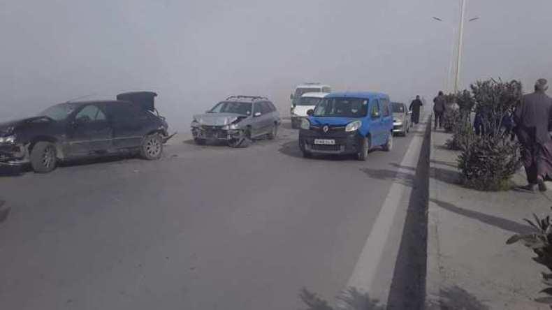 دخان مفرغة عشوائية يتسبب في اصطدام تسلسلي لـ 7 سيارات بسطيف