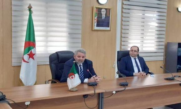سيد أحمد فروخي يتسلم مهام وزير البريد بالنيابة