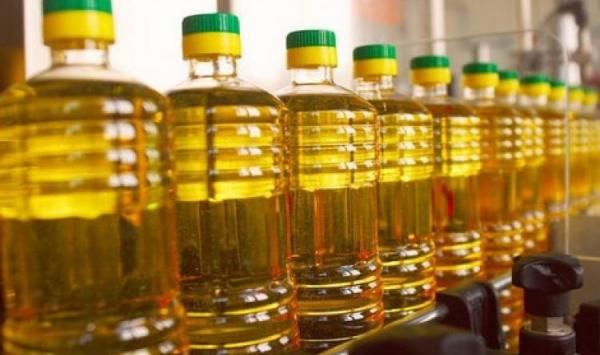 الحكومة تدرس مشروعا لتحديد سعر مادتي الزيت والسكر