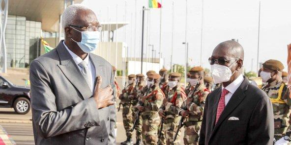 مالي: الجيش يعتقل الرئيس ورئيس الوزراء