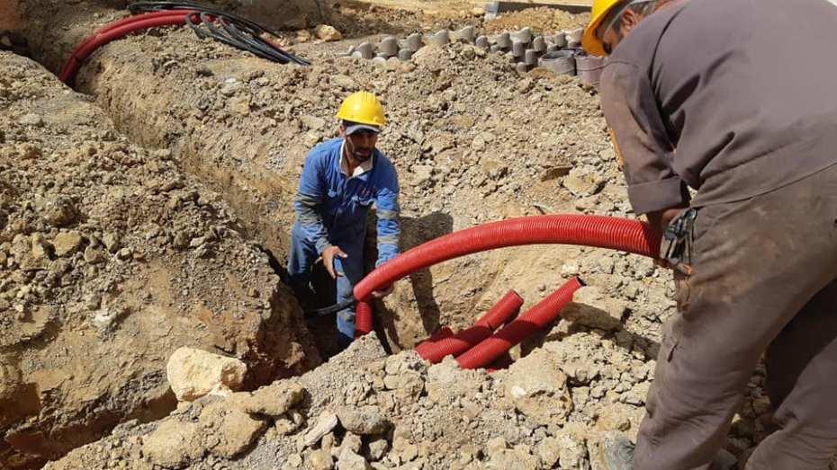 الشروع في ربط بعض الأحياء السكنية قيد الانجاز بالكهرباء والغاز