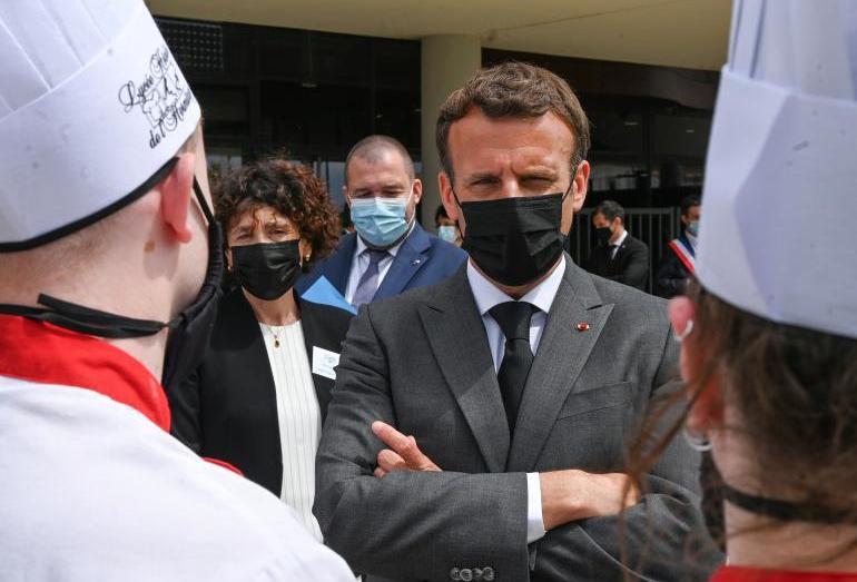 كيف تفاعل الجزائريون مع صفعة ماكرون؟