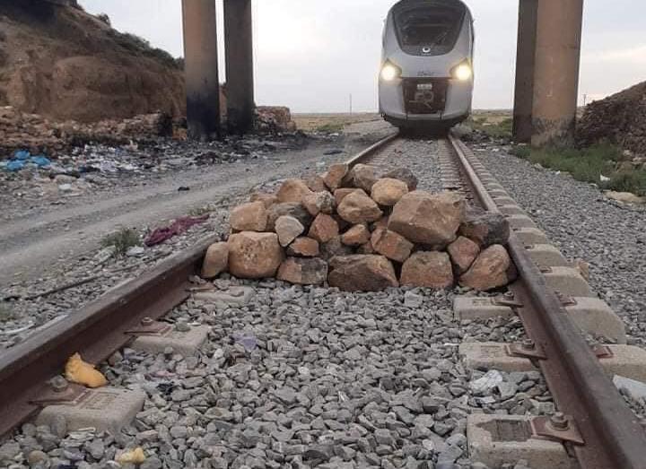 من الرشق إلى وضع الحجارة وسط سكة حديدية بباتنة