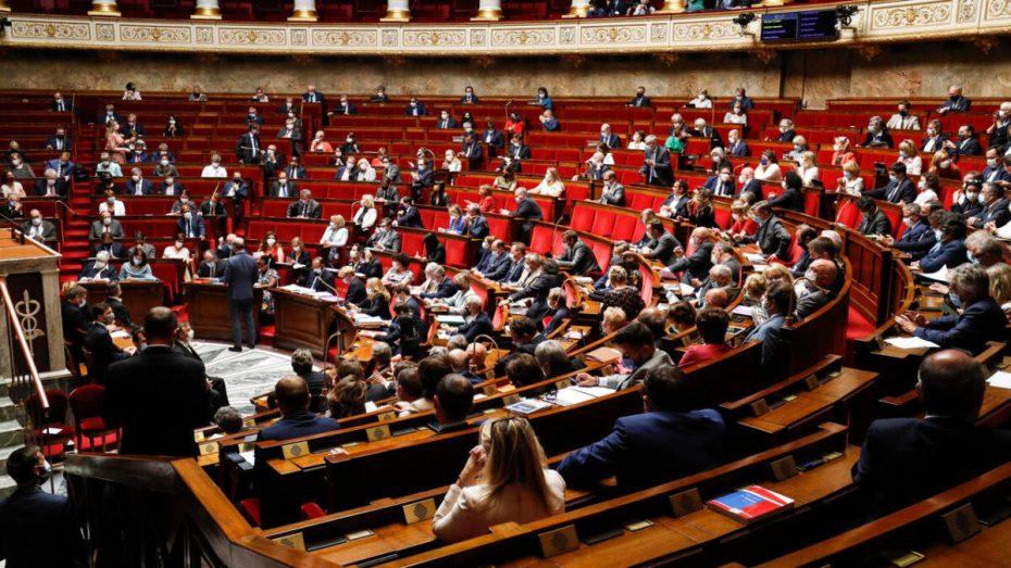 """43 نائبا فرنسيا يدعون إلى """"إيقاف الهجوم على الشعب الفرنسي"""""""