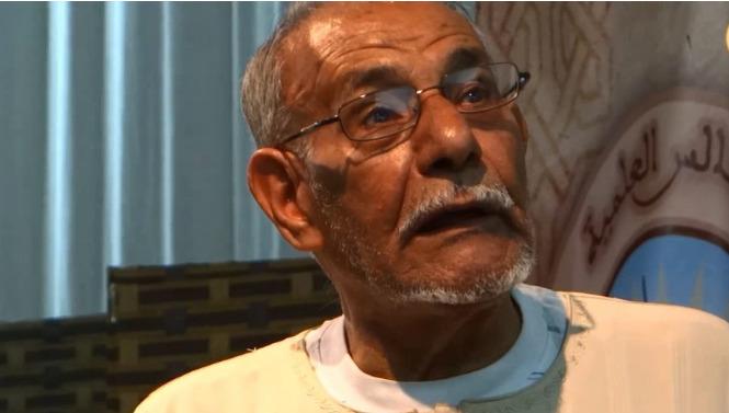 وفاة المجاهد والفنان حاج إبراهيم عزوز أول من خطّ المصحف على شاشة التلفزيون