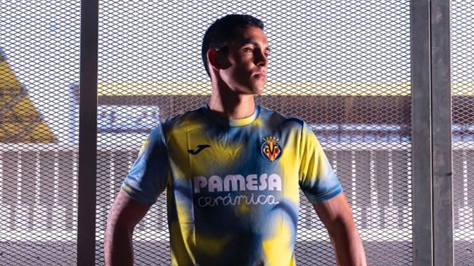 """ماندي يظهر رسميا بقميص ناديه الجديد ويفتك إشادة """"الليغا"""""""