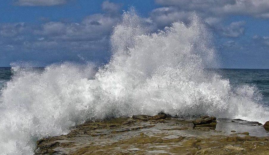 رياح وأمواج على البحر