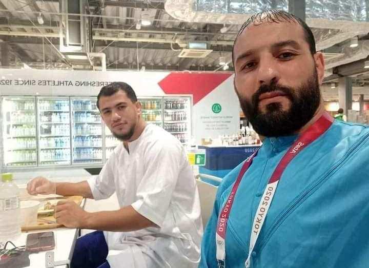 نورين ومدربه يُدليان بتصريحاتهما الأولى في الجزائر بخصوص رفض منازلة مصارع صهيوني