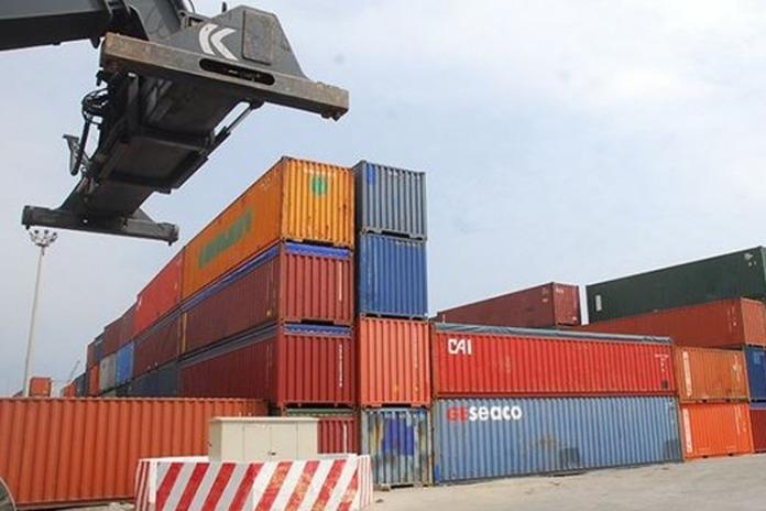 وزارة التجارة تقر عقوبات في حال تأخر إعادة الحاويات إلى أصحابها