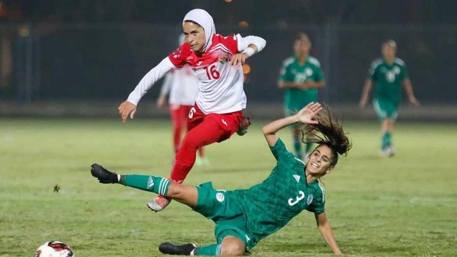 شاهد.. سيدات المنتخب الوطني الجزائري يقسون على لاعبات المنتخب الأدرني في منافسة كأس العرب