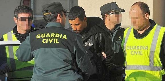 إسبانيا توقف جزائريا متهما بتهريب البشر والإرهاب
