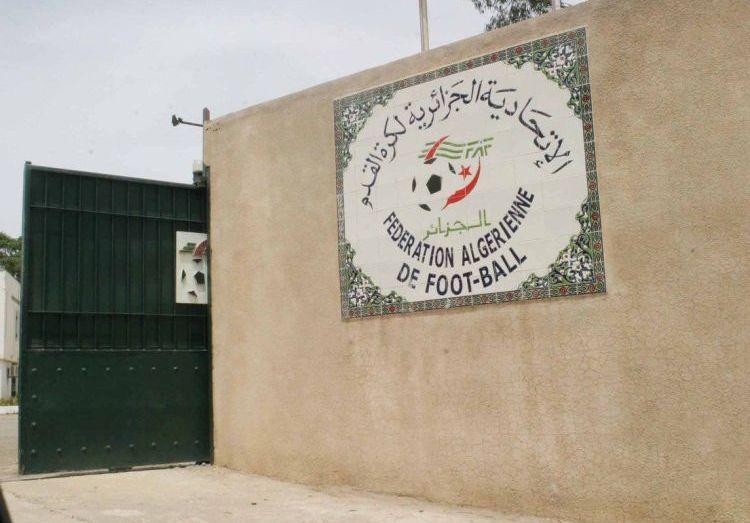 """الاتحادية الجزائرية لكرة القدم تشهد عملية """"نهب كبيرة"""" في مخزن العتاد الرياضي"""