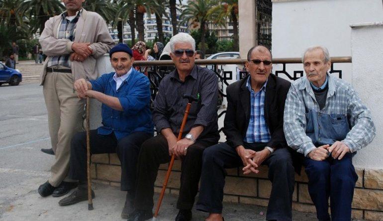 صندوق التقاعد في فرنسا يوقف صرف المعاشات للعديد من الجزائريين