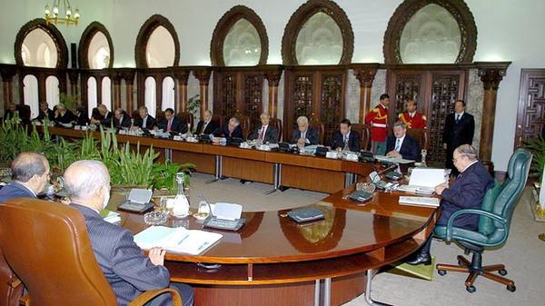 وزير سابق يكشف أحداثا مثيرة وقعت في اجتماعات مجلس الوزراء بطلها بوتفليقة