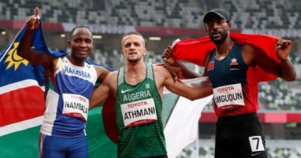 عناق العداء الجزائري والمغربي في أولمبياد طوكيو يثير الجدل