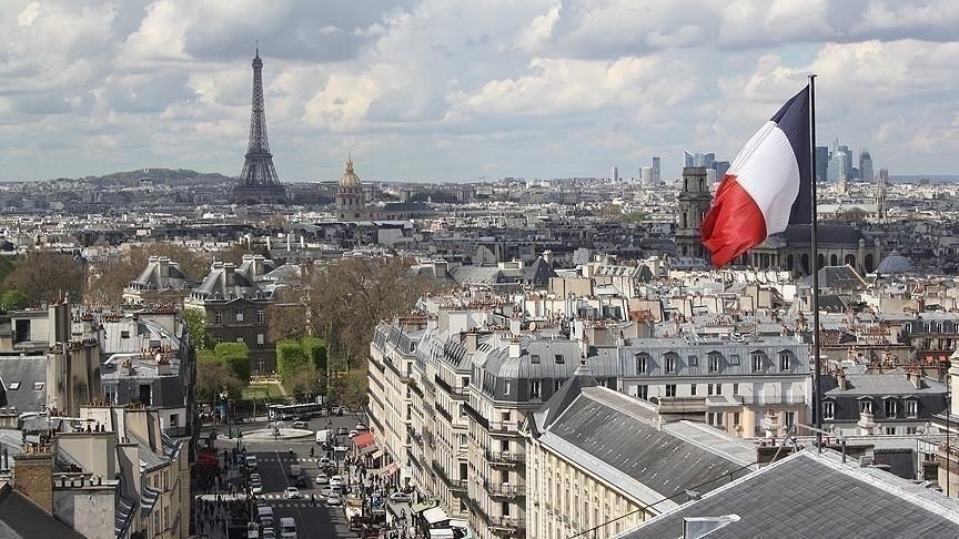 فرنسا تشدد إجراءاتها على القادمين من الدول المصنّفة في القائمة الحمراء
