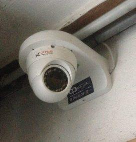 Caméra de surveillance dans un parking