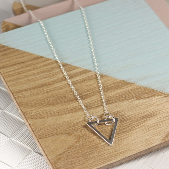 AJ205_ayana_silver_geometric_triangle_silver_necklace