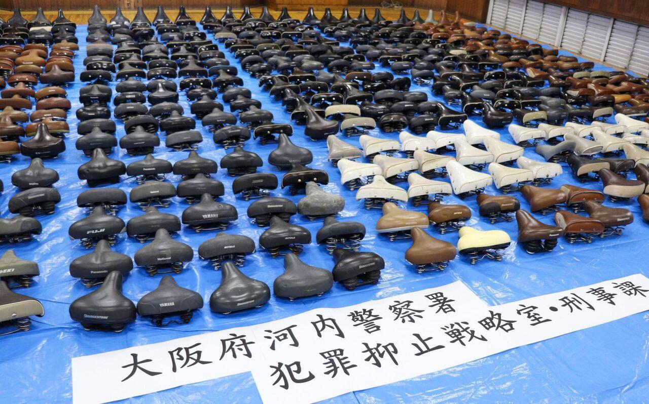 【海外】「なんて趣味なんだ・・」25年間で5,800個もの自転車のサドルを盗んだ日本人に海外も困惑