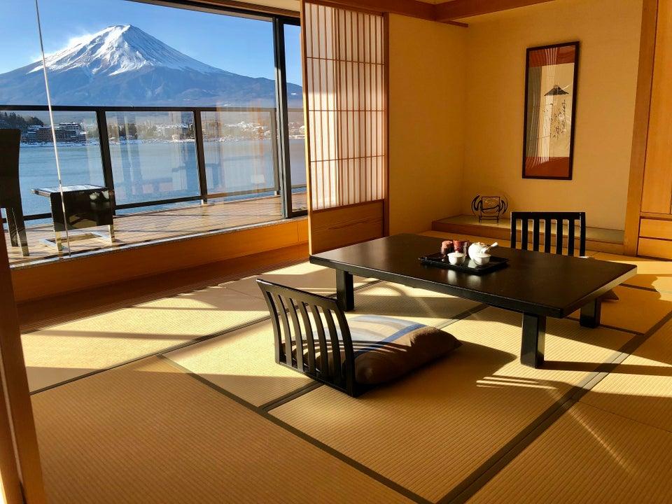 【海外】「非現実的な美しさだ!」富士山を望む絶景宿に海外も興味津々!