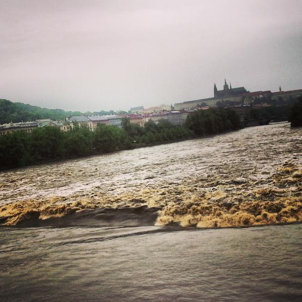 RadkaZimovaK_PragueCastle_over_Flooding_Vltava