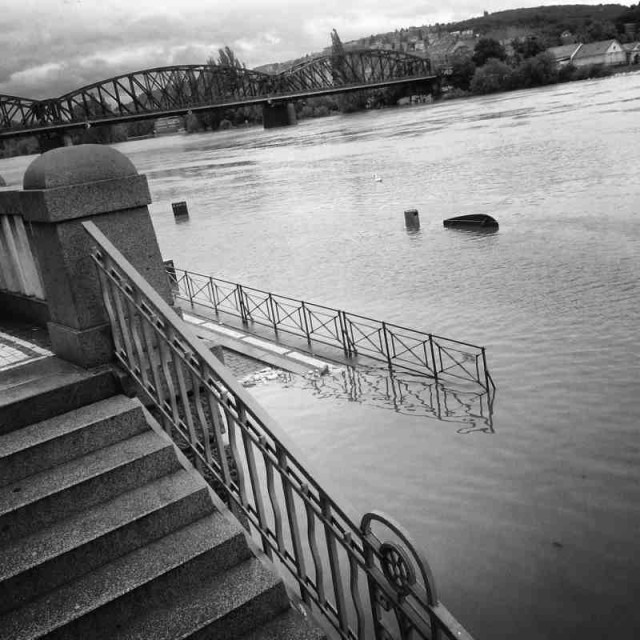 RadkaZimovaK_StairsTo_Vltava_riverbank_flooding
