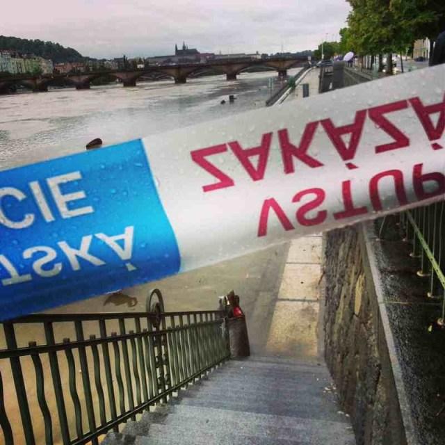 RadkaZimovaK_VltavaRiverBank_no_entrance_sign