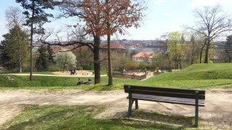 Sacre Coeur_park_bench_view_over_playground