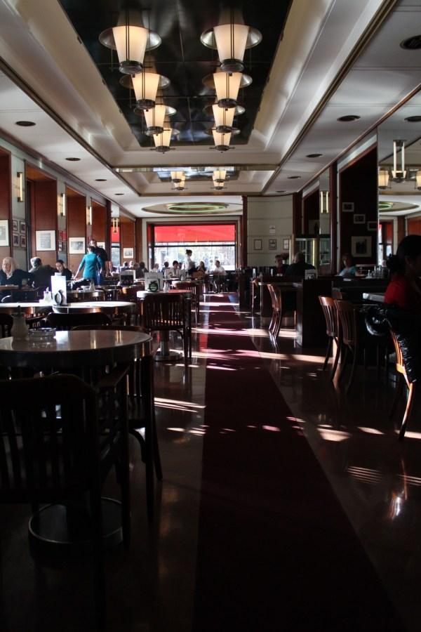 CafeSlavia_Prague_RadkaZKing2015