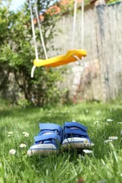 Sneakers_in_the_garden