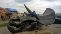 DinoParkHarfa_climbingondinosourskull_Praguewithkids