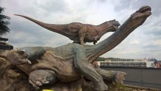 DinoParkHarfa_dinosaurusfighting_Praguewithkids