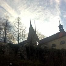 Prague-fall-photo-dawn-at-Emauzy-monastery