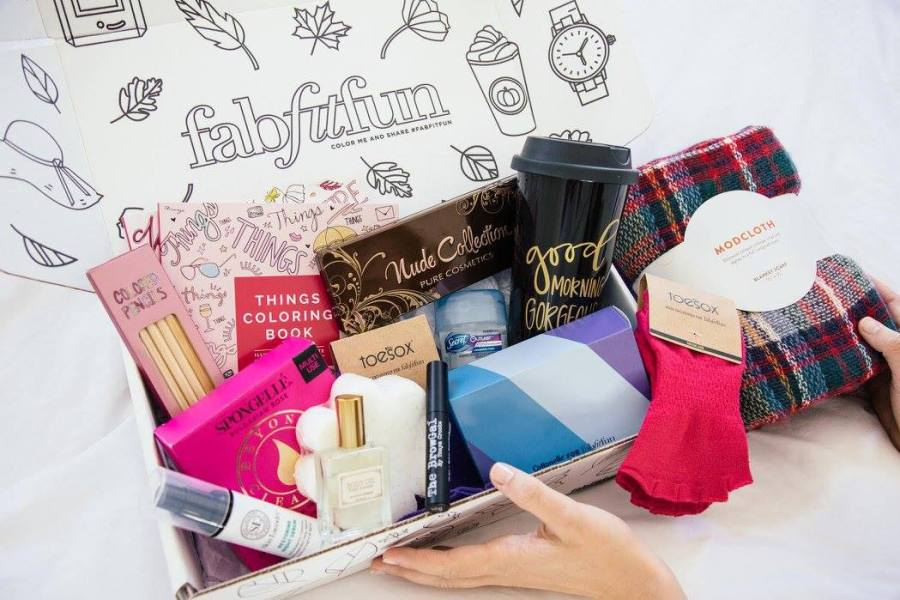 Fabfitfun Is A Seasonal Subscription Box With Full Size Beauty Fashion Lifestyle Tech And Fitness Products Every  Months Fabfitfun Vip Members Look