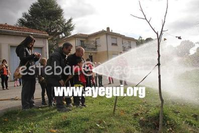 Ludoteca_2015-Visita_al_parque_de_bomberos-Galerias-Ayuntamiento-de-Ayegui (16)