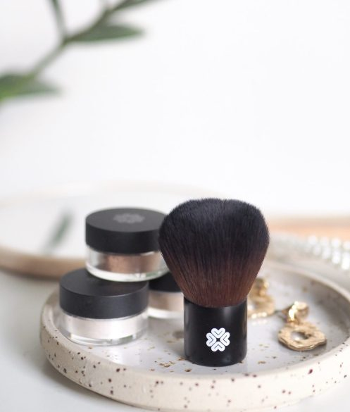 photo of Lili Lolo baby kabuki makeup brush