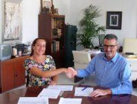 Firma del convenio entre el Ayuntamiento e ICSE