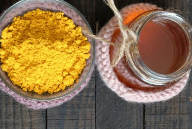 Apply Turmeric And Honey