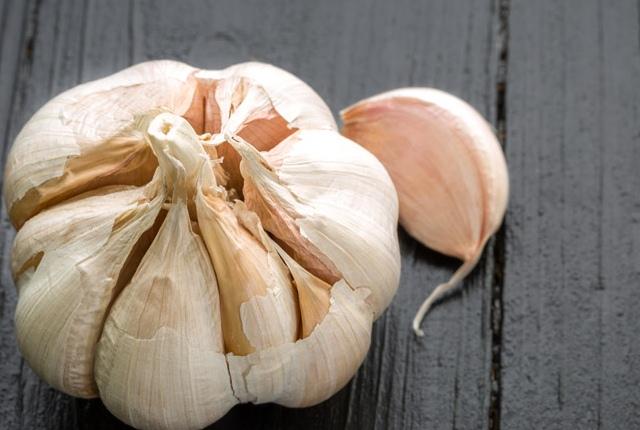 Use Garlic For Moles