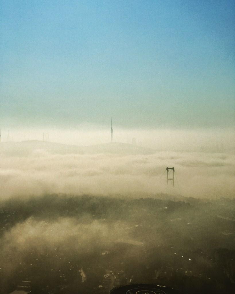 Bulutlar arasında bir şehir. Istanbul. Bakmak, dönmek ve bir daha bakmak gerek. Her haliyle dünyanın en güzel şehri bu.