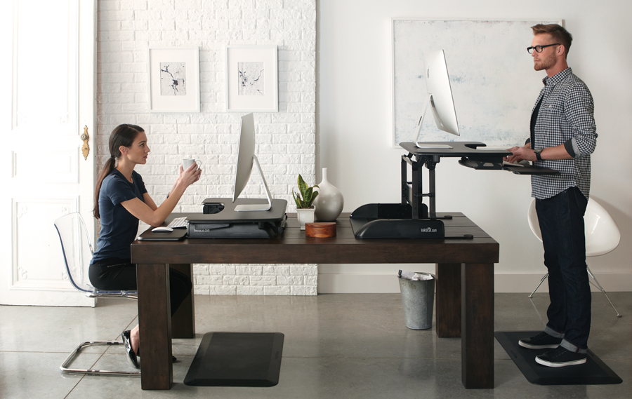 plateforme assis debout varidesk pour prevenir le mal de dos et tms
