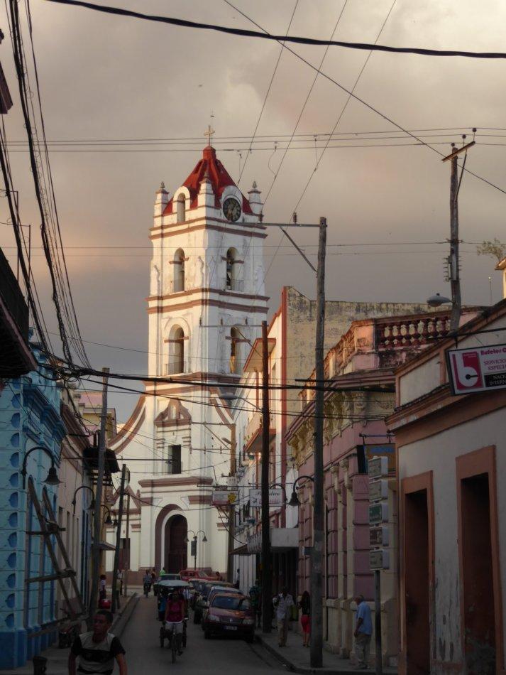 Mooi licht bij dit kerkje. Camagüey