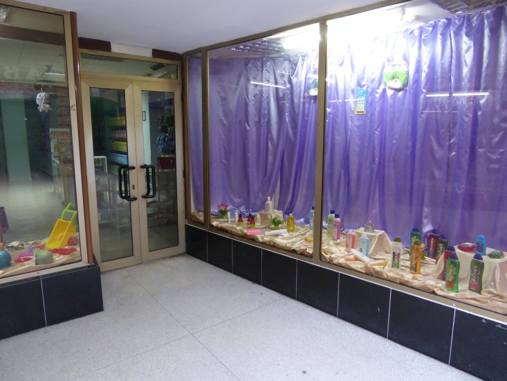 De vitrine van de 'supermarkt'. Santiago de Cuba