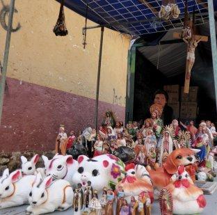Konijnen en heilige beeldjes gaan prima samen. San Cristóbal de las Casas
