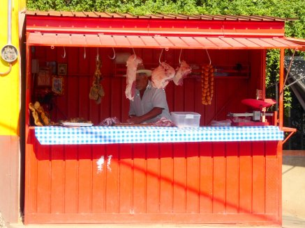 De lokale slager in garage box. Atzompa