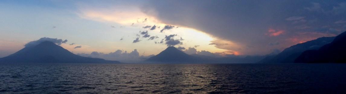 De super mooie vulkanen bij Lago Atitlán.