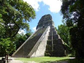 Templo V: Maya piramides zoals Maya piramides bedoeld zijn. Tikal