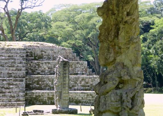 De mooie sculpturen van Copán.