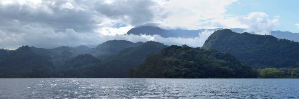 Mooi 'cloud forest' van Lago de Yojoa.