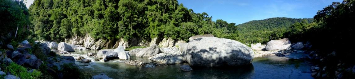 Uitzicht vanuit onze jungle lodge. Rio Cangrejal.